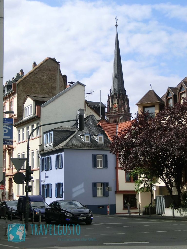 Frankfurt-Sachsenhausen mit Blick auf die Dreikönigskirche.